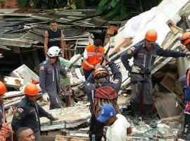 [Bombeiros localizam homem em escombros de desabamento em Pituaçu]