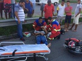 [Motociclista fica ferido em batida com carro na estrada CIA-Aeroporto]
