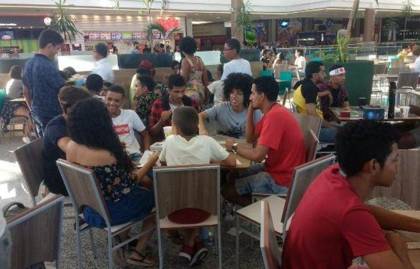 Jogos de tabuleiro: jovens e adultos se reúnem pra jogar no Boulevard Shopping
