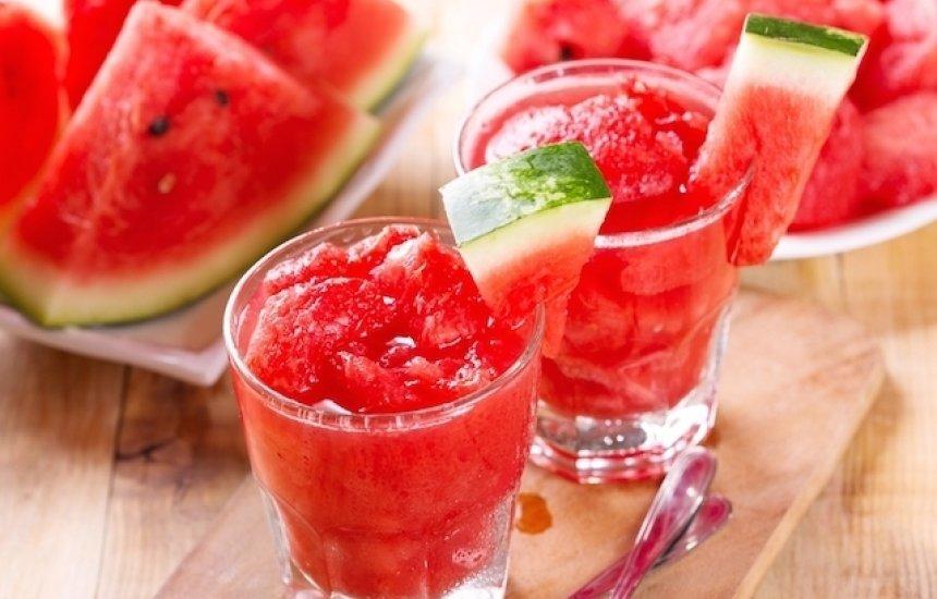 [O que comer no verão para afastar o calor e evitar a desidratação]
