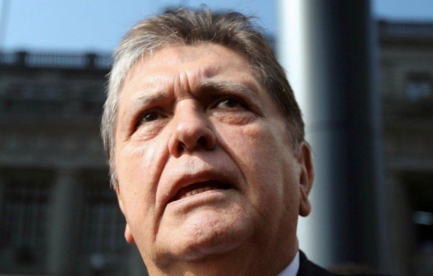 [Ex-presidente peruano Alan García morre após dar tiro na cabeça]