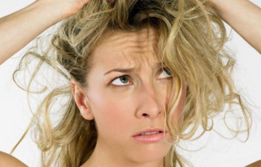[Queda de cabelo pode ser grave SIM: médico ensina quando isso acontece]