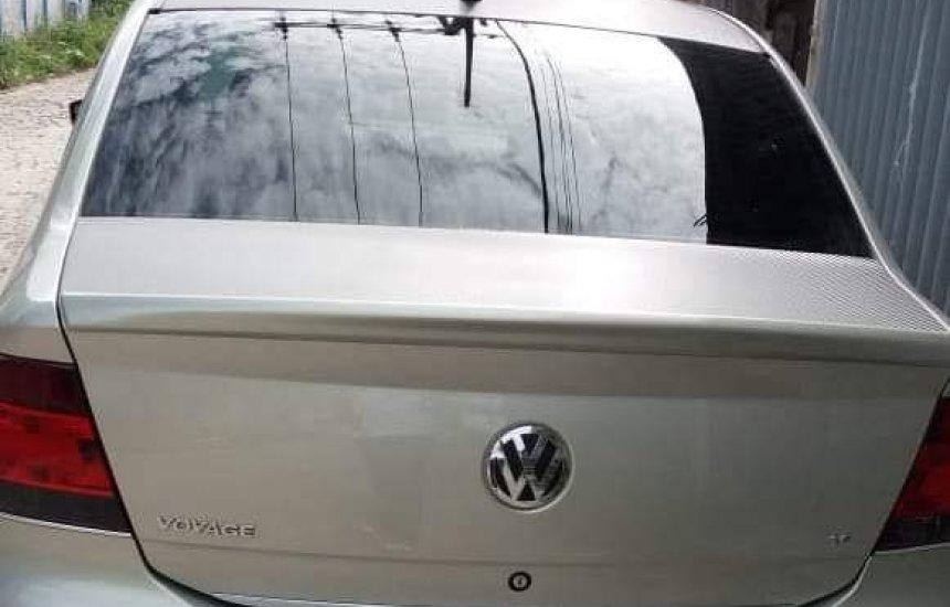 [Homem tem carro tomado de assalto na porta de casa em Dias D'Ávila]