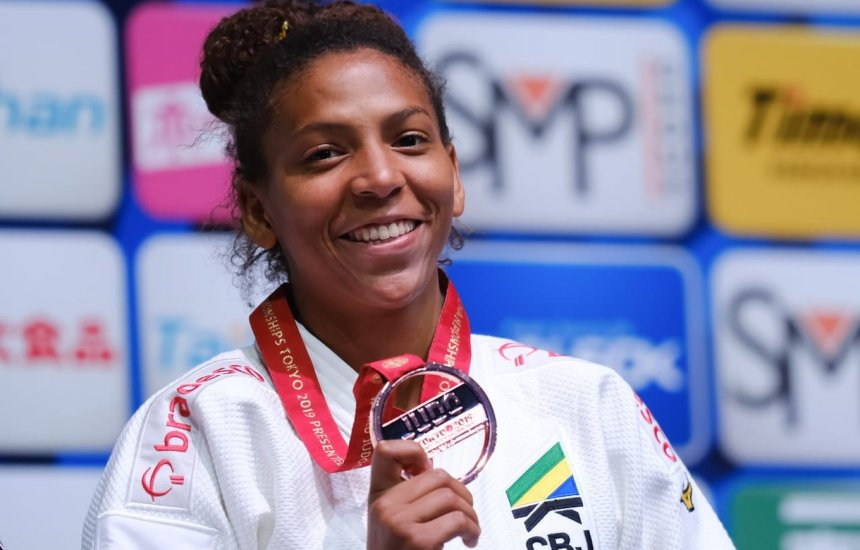 [Rafaela Silva perde 'final antecipada', mas bate francesa e ganha o bronze]