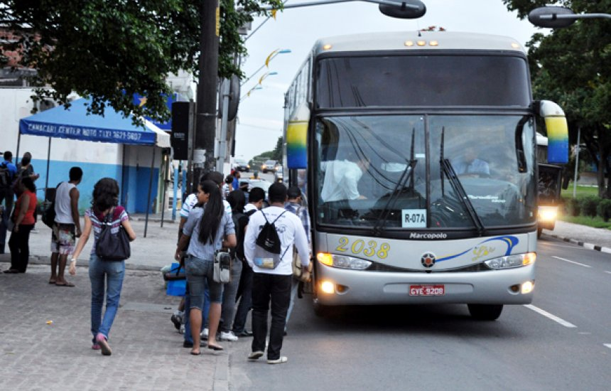 [Usuária do transporte universitário de Camaçari acusa supervisor de embriaguez]