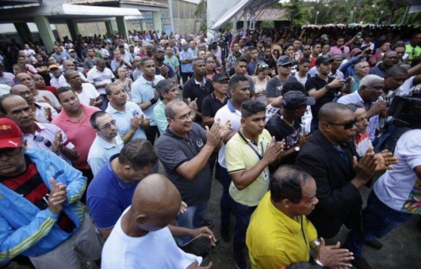 [Policiais e bombeiros militares decidem adiar greve até nova assembleia]