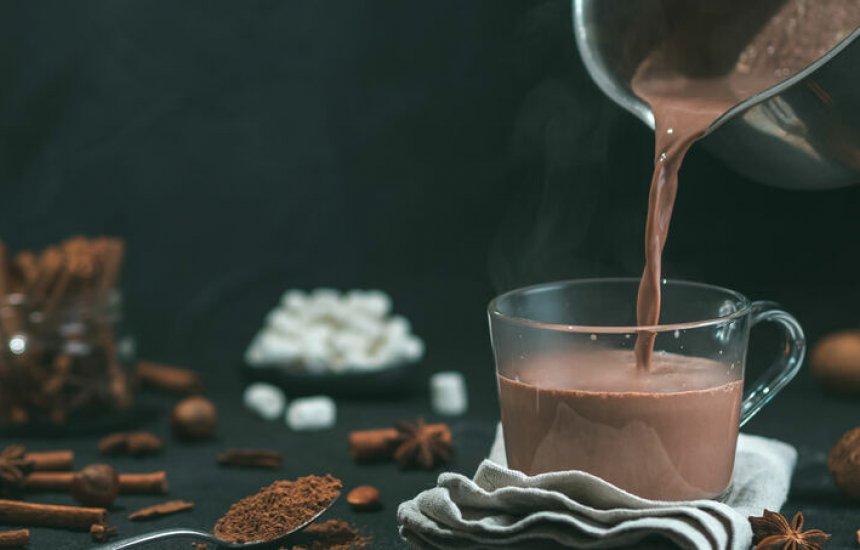 [Receita de chocolate quente funcional aquece o corpo e acelera metabolismo]