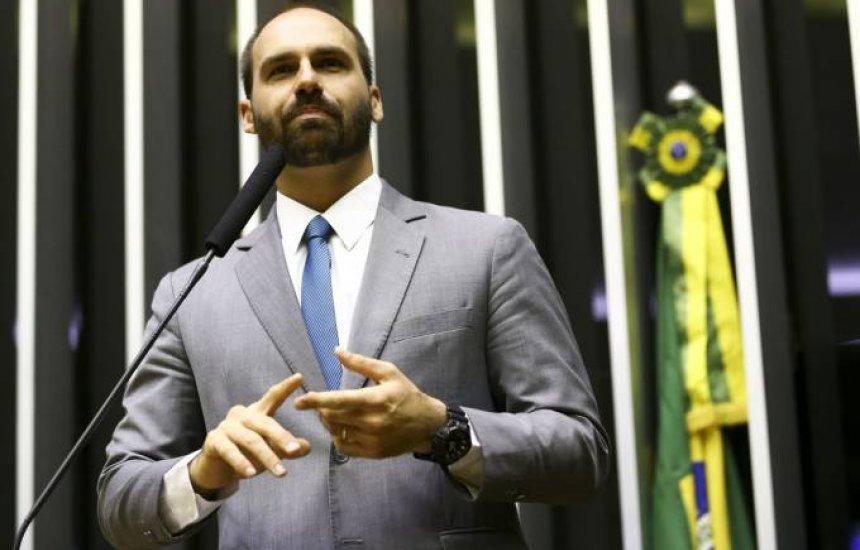 [Eduardo Bolsonaro pede desculpas por declaração sobre volta do AI-5]