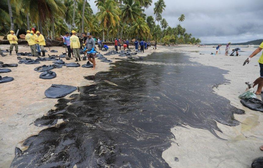 [2,5 mil toneladas de petróleo cru caíram no mar, indica investigação]