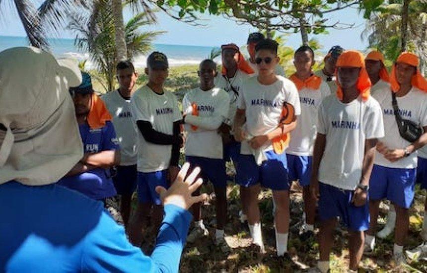 [Petrobras realiza treinamentos de colaboradores civis e militares para limpeza de praias]
