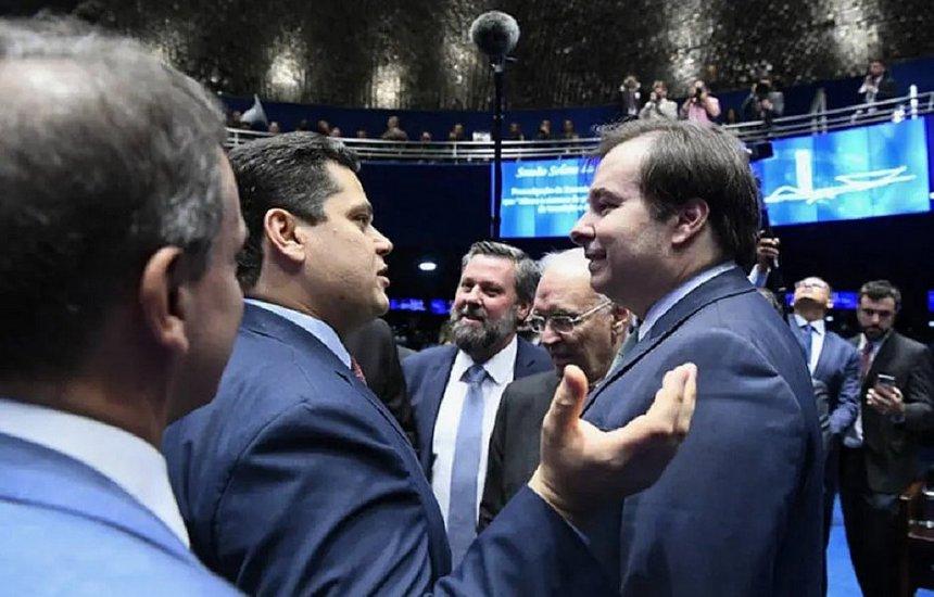 [Sem Bolsonaro, Alcolumbre e Maia assinam promulgação da reforma da Previdência]
