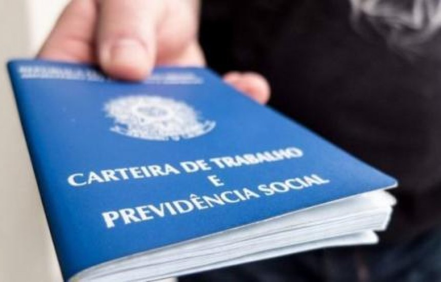 [Governo Bolsonaro acaba com registro profissional de jornalistas e publicitários]
