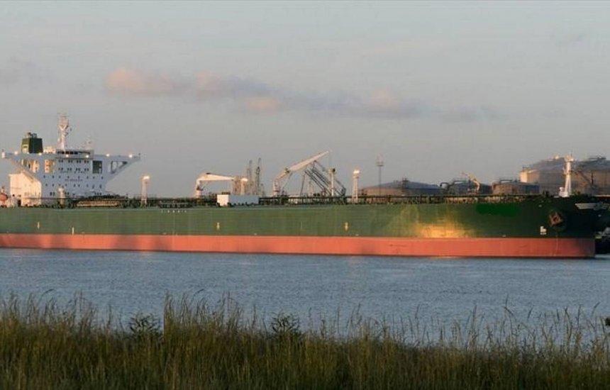 Nova imagem de satélite pode indicar outro navio suspeito de derramar óleo em praias brasileiras