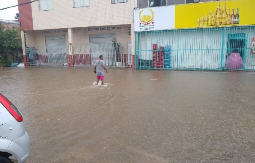 [Chuva invade casas e lojas em Vila de Abrantes]