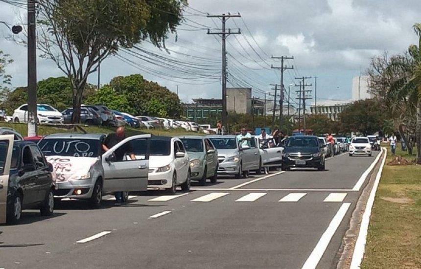 [Colegas de motoristas por aplicativo assassinados realizam protesto: 'Destruíram tudo']