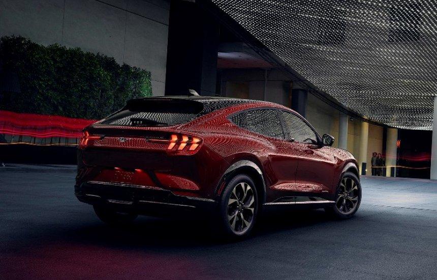 [Ford exibe novas tecnologias do Mustang Mach-E e robô de entregas na CES 2020]