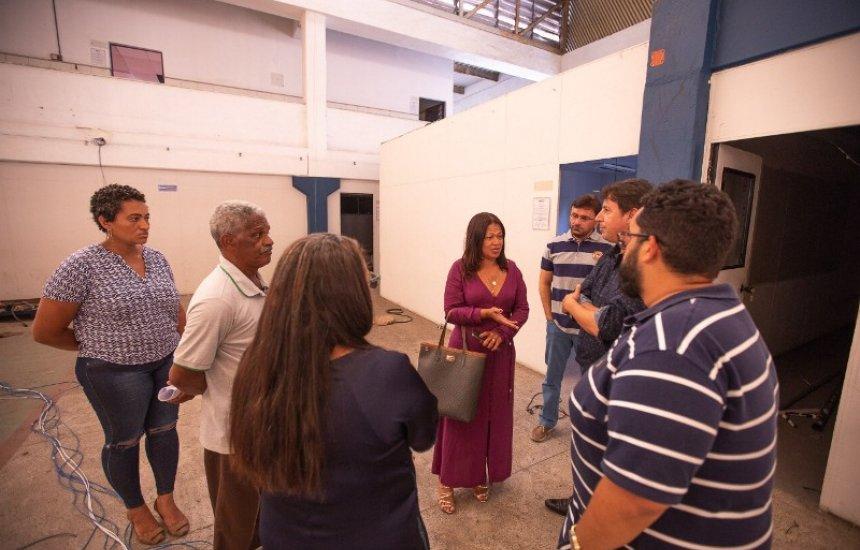 [Prefeitura de Camaçari conduz vistoria em prédio que vai abrigar novas turmas do Cetep]