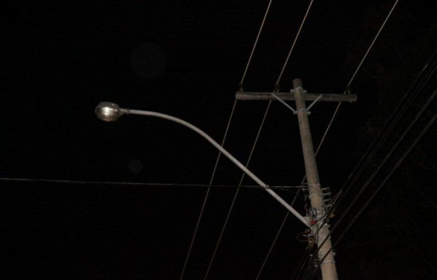 Morador do Alto do Triângulo reclama de poste apagado há mais de um mês