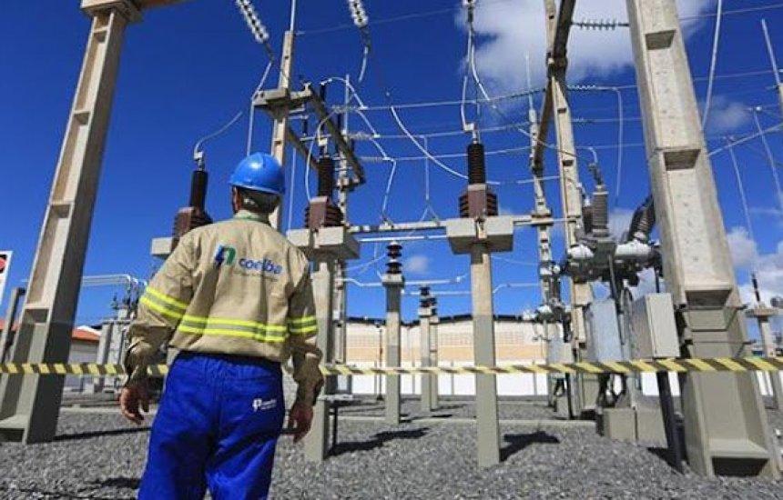Coelba realiza serviço de desligamento de energia em Camaçari nesta segunda