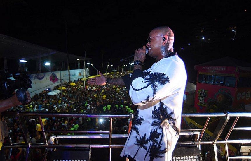 [Com Léo Santana, Pipoco leva multidão às ruas: 'Dono do Carnaval']