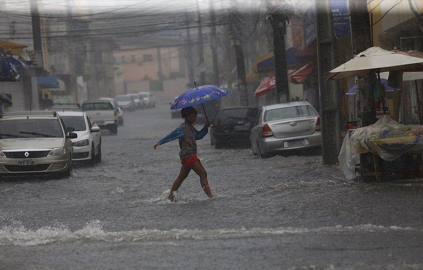 [Chuvas devem continuar em Salvador nesta segunda-feira (09)]