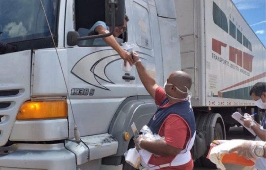 [Covid-19: voluntários distribuem refeições para caminhoneiros em postos da PRF]
