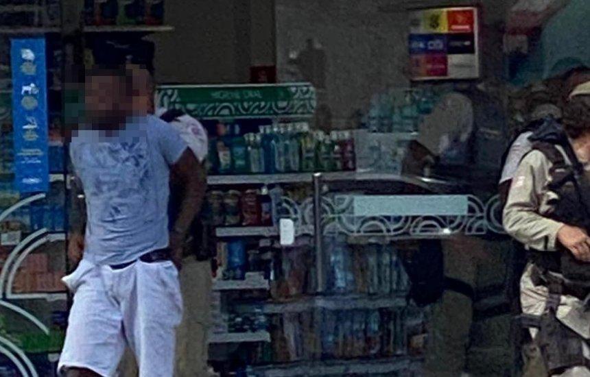 Polícia Militar prende assaltante no centro de Camaçari