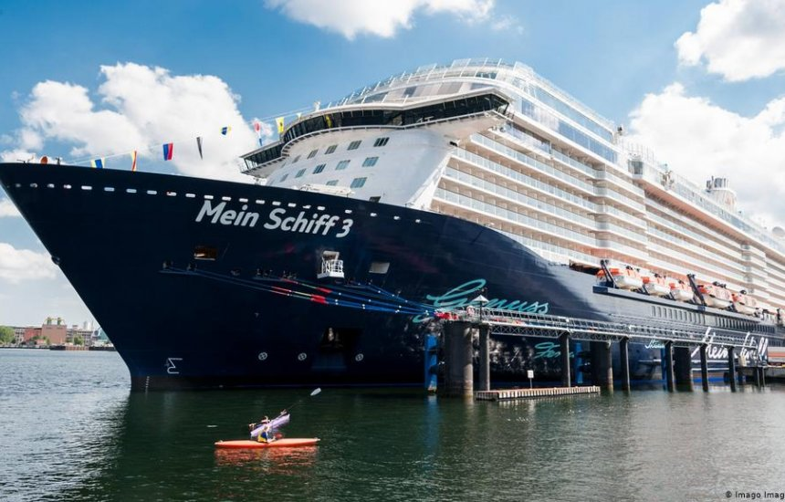 [Mesmo com atracação suspensa, navio com cerca de 200 tripulantes vai parar em Salvador]
