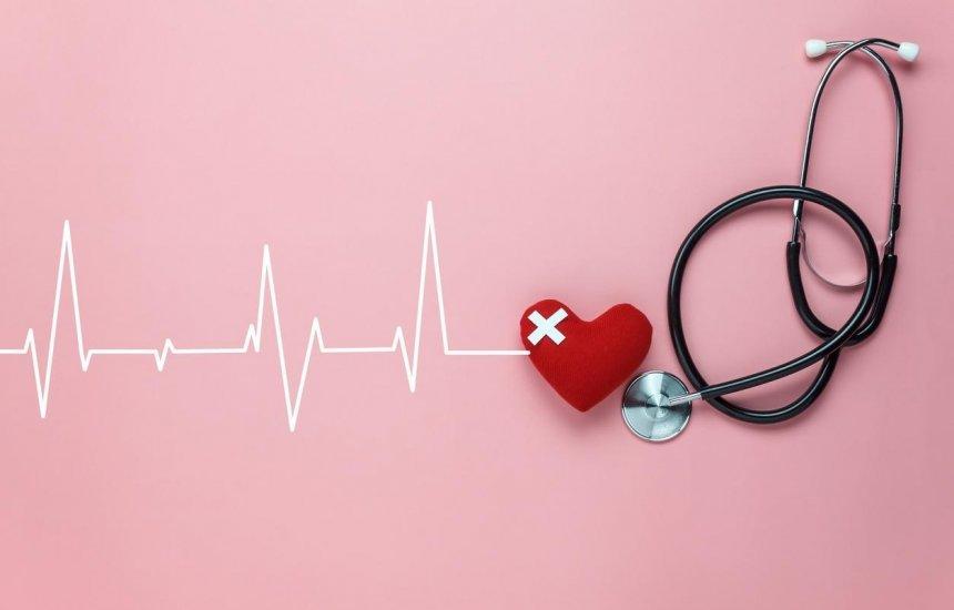 [Cardiologista alerta para a relação entre COVID-19 e doenças cardiovasculares]