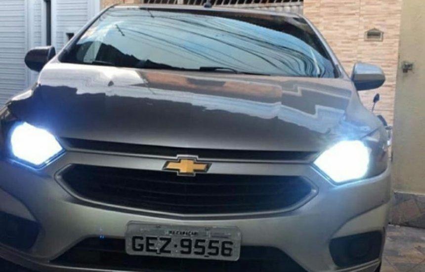 Carro é tomado de assalto na Piaçaveira