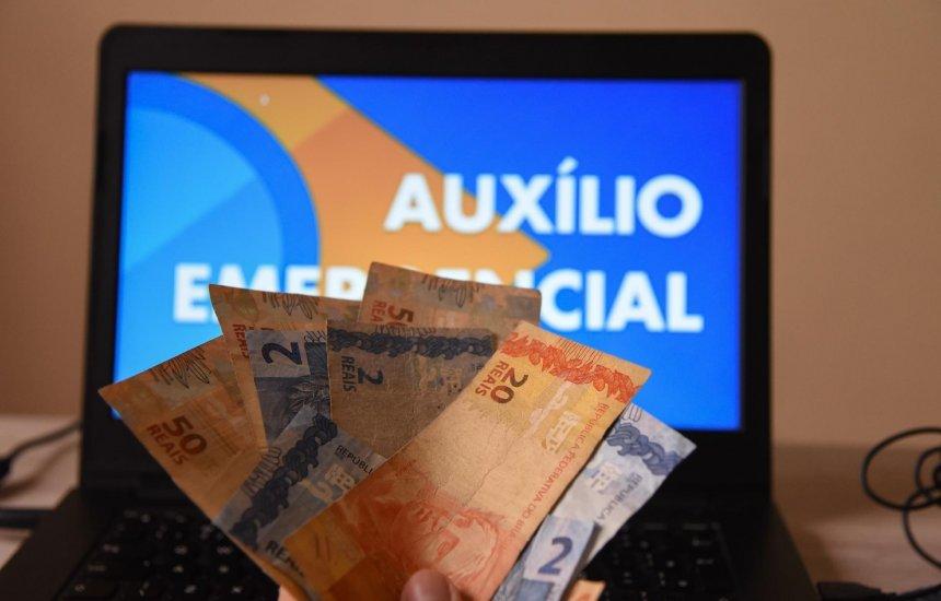 [Governo decide pagar mais duas parcelas de R$ 300 do auxílio emergencial]