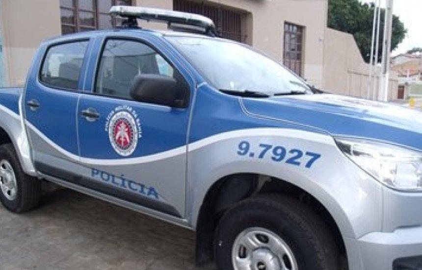 [Três pessoas são mortas em confronto com a polícia após denúncia de aglomeração e tráfico]