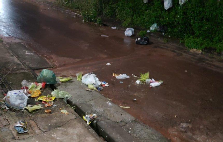 [Seu Bairro no CN: cavalos espalham lixo em rua do Parque Verde II]