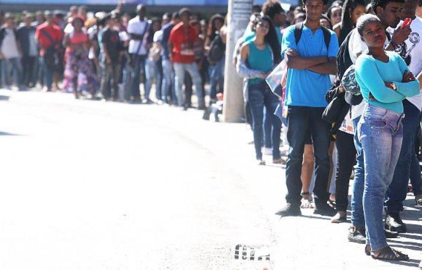 [Brasil tem 12,2 milhões de pessoas sem trabalho, segundo IBGE]