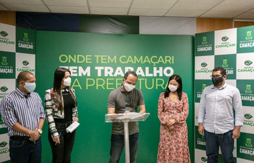 [Prefeito Elinaldo assina ordem de serviço permitindo reforma em duas escolas de Camaçari]