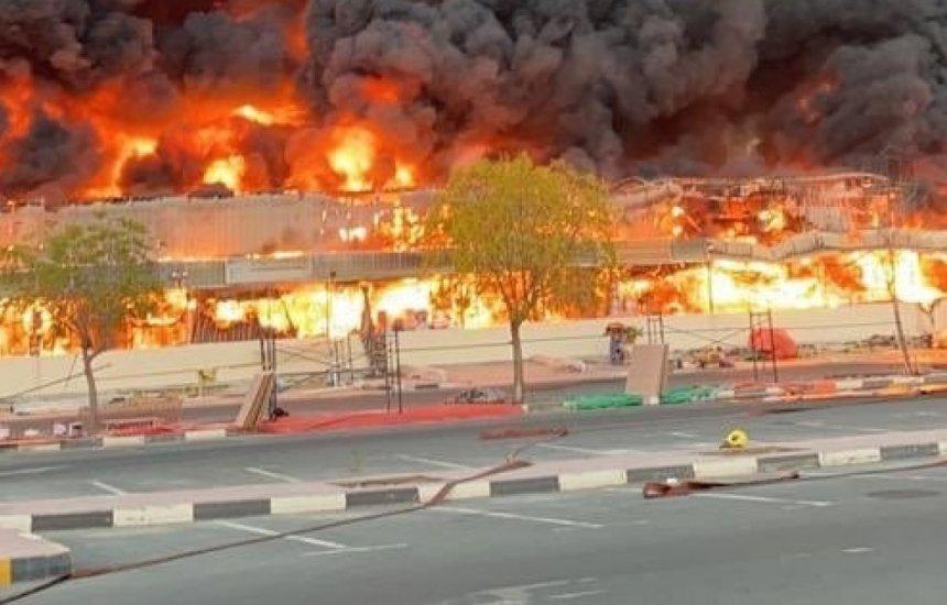 [Incêndio de grandes proporções atinge mercado nos Emirados Árabes. Vídeo]