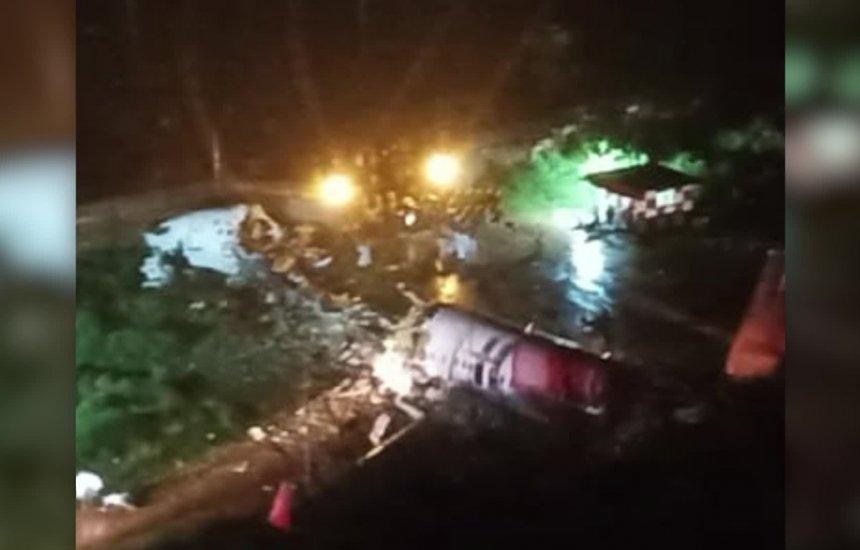 [Avião se parte em dois durante pouso na Índia e deixa ao menos 16 mortos]