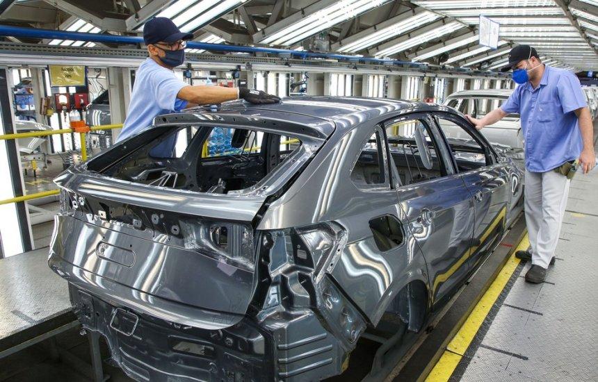[Produção de veículos cai 36% em julho no Brasil, diz Anfavea]