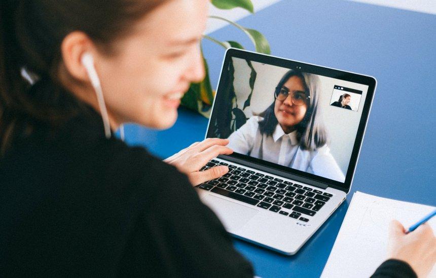 [Mercado de trabalho: aprenda a ter sucesso em entrevistas de emprego on-line]