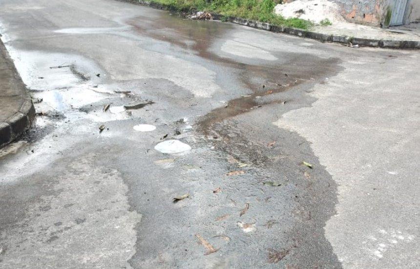 [Morador do Parque das Palmeiras pede providências à Embasa por causa de vazamento]