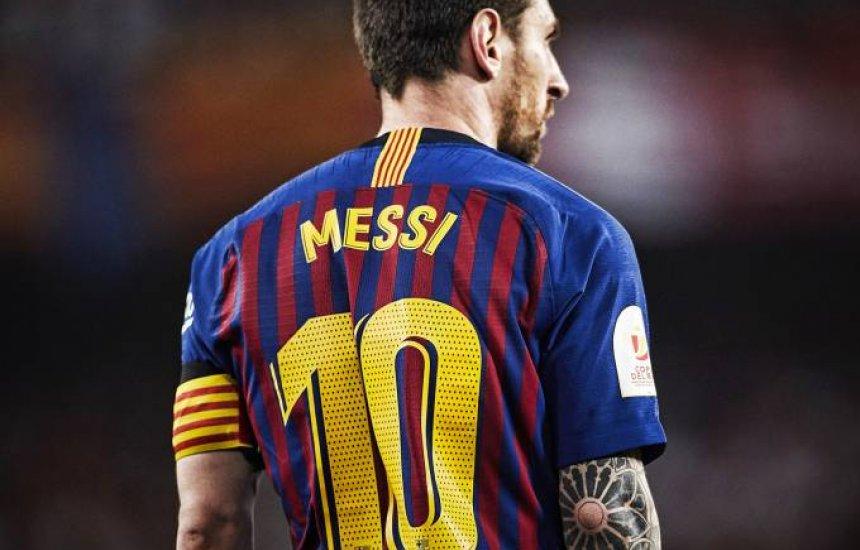 [Messi decide ficar até 2021 no Barcelona para evitar multa milionária]