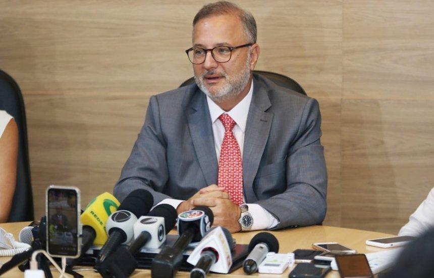 [Vacinação para covid-19 na Bahia só em março de 2021, diz secretário de Saúde]