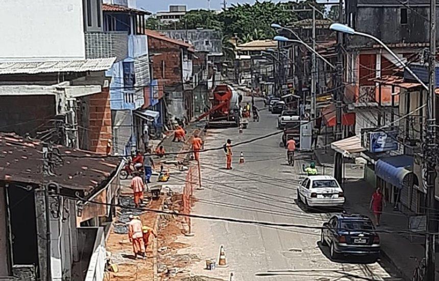 [Moradora reclama de obra nas calçadas da Nova Vitória: 'Estão entupindo os esgotos']