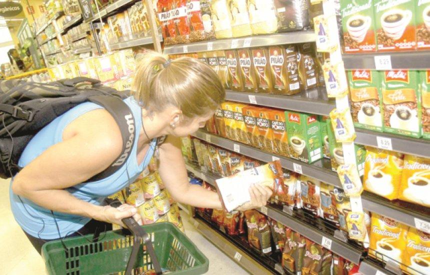[Supermercados de Salvador limitam quantidade de produtos por clientes]