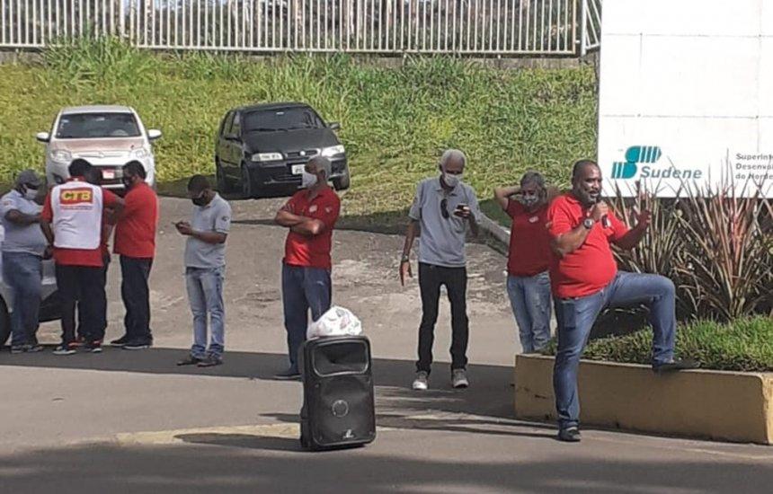 Funcionários de mineradora protestam contra fechamento de unidade em Simões Filho