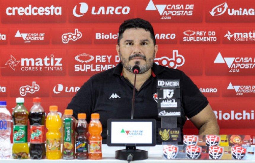 """[""""As expectativas são as melhores possíveis"""", diz Eduardo Barroca em sua apresentação na Toca do Leão]"""