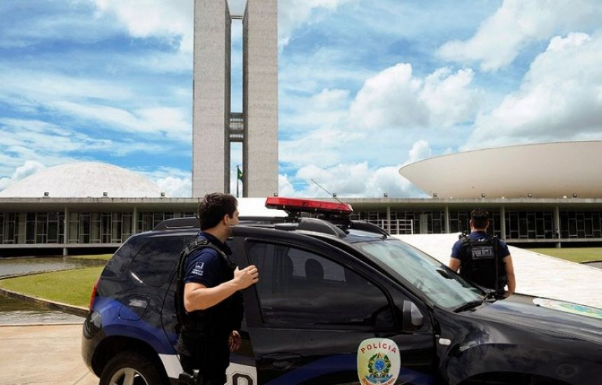 [Lei valida carteira funcional da polícia legislativa em todo o País]