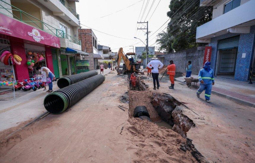 [Gestão investe em obras de drenagem em ruas da orla de Camaçari]