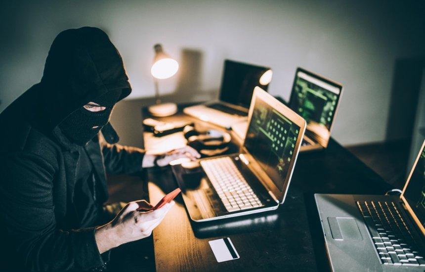 [Mais de 100 sites falsos foram criados para roubar credenciais de usuários do Pix]