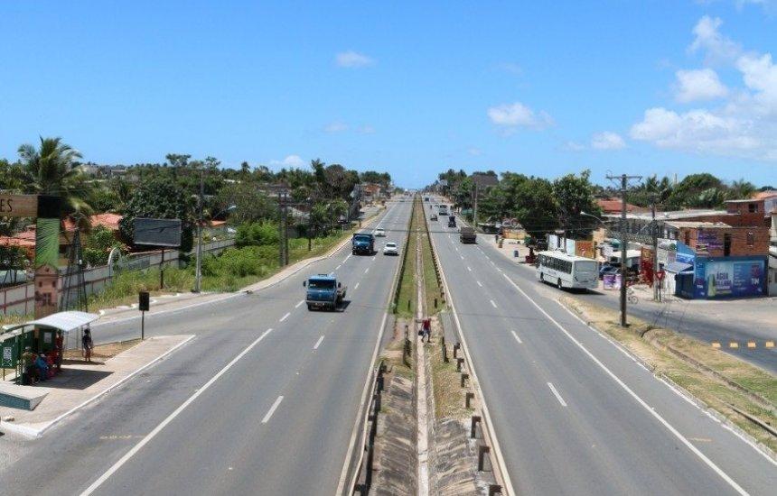 CLN realiza serviço de manutenção do pavimento em acesso à Praia do Forte
